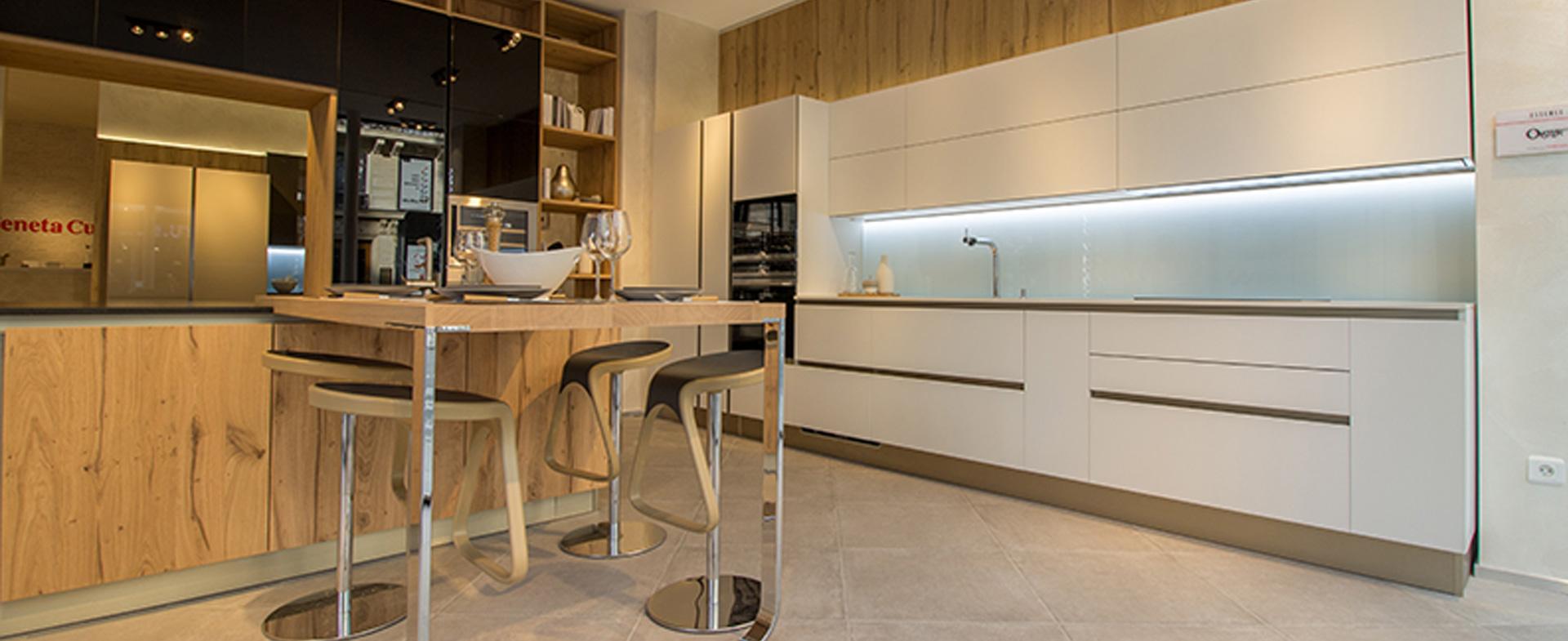cuisines modernes veneta cucine paris 2 me arrondissement. Black Bedroom Furniture Sets. Home Design Ideas